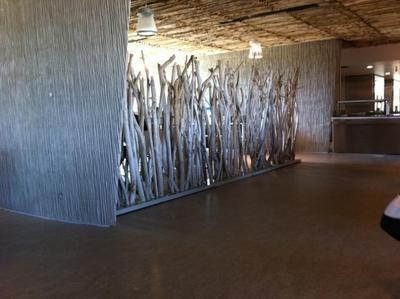 Réalisation de paravents en bois flotté pour le lycée de Sérignan