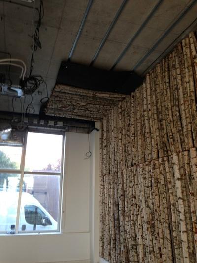 750 troncs de bouleaux pour recouvrir les murs d'une association, Architecte Mme Jouveaux