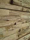 Le mur de briques de bois flotté