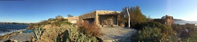 Pergola en bois flotté sur l'Ile Rousse en Corse