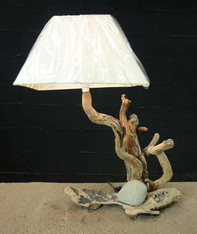 Lampe en bois flotté ref 544