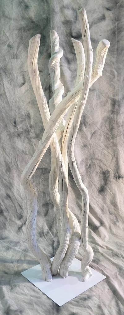 colonne de liannes peintes en blanc