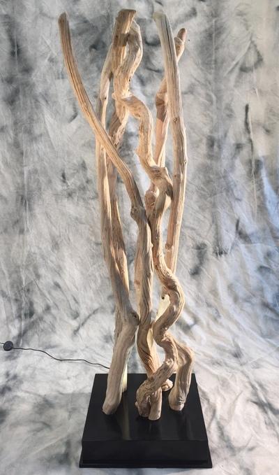 colonne de lianes guimauves éclairées sur socle en bois