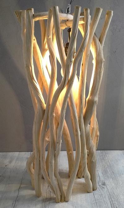 lustre avec des morceaux de liane